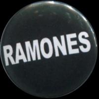 Placka 25 RAMONES nápis